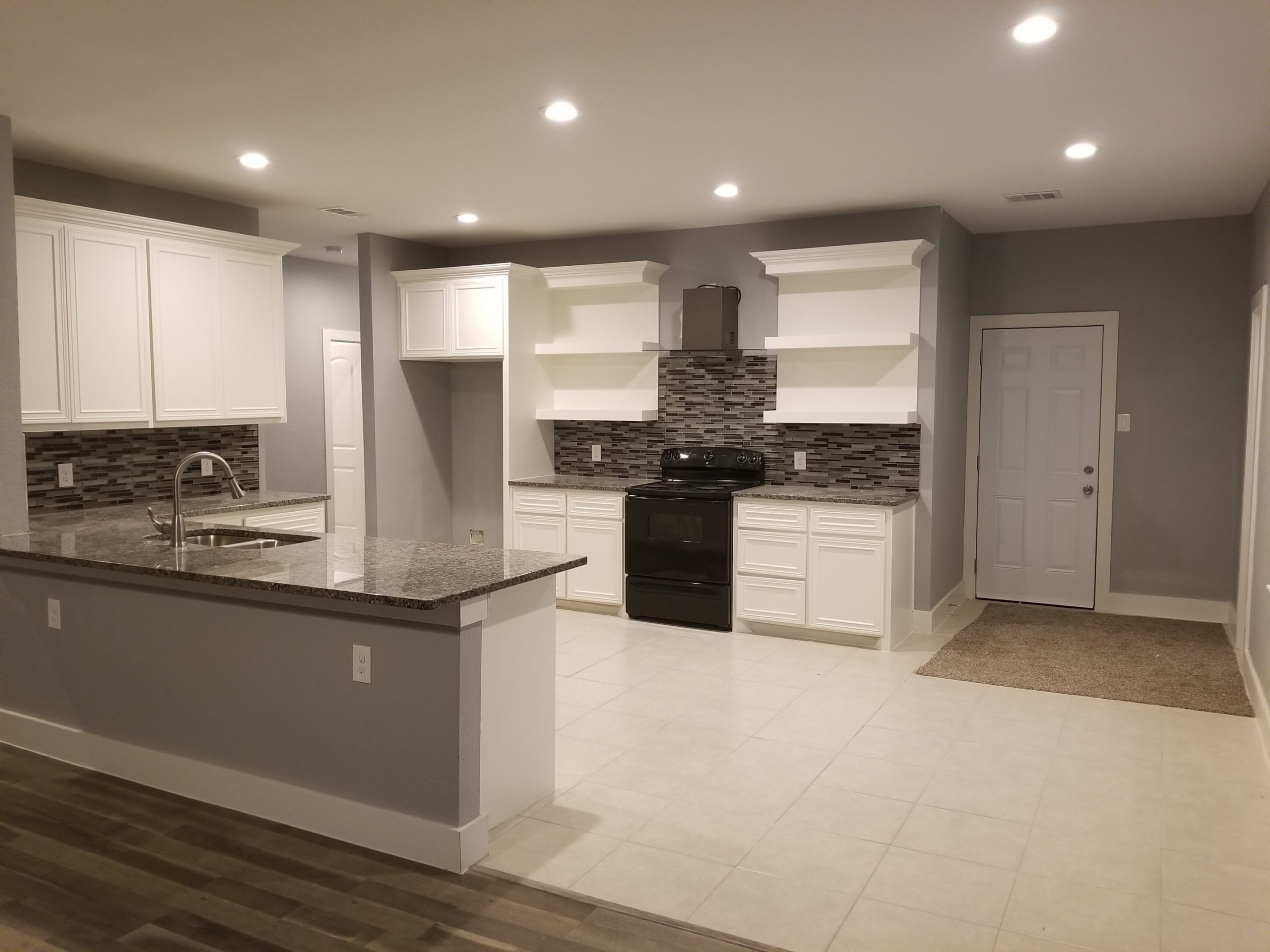 Traditional Home - Kitchen